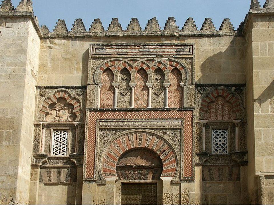 El revestimiento de mosaico subraya el esplendor y riqueza de la mezquita en consonancia con el esplendor del califato de Córdoba