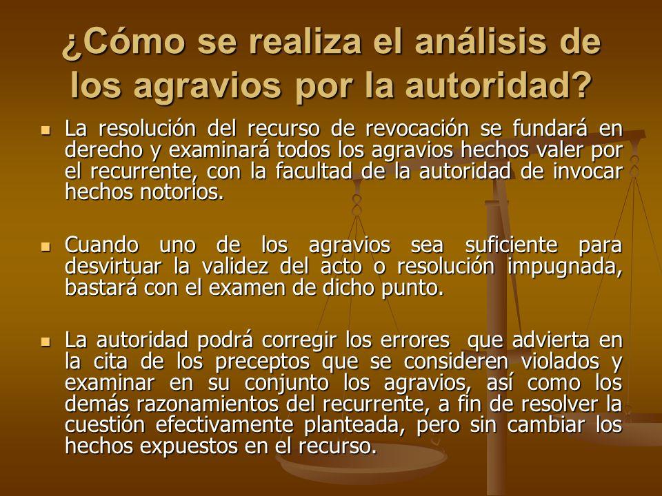 ¿Cómo se realiza el análisis de los agravios por la autoridad? La resolución del recurso de revocación se fundará en derecho y examinará todos los agr