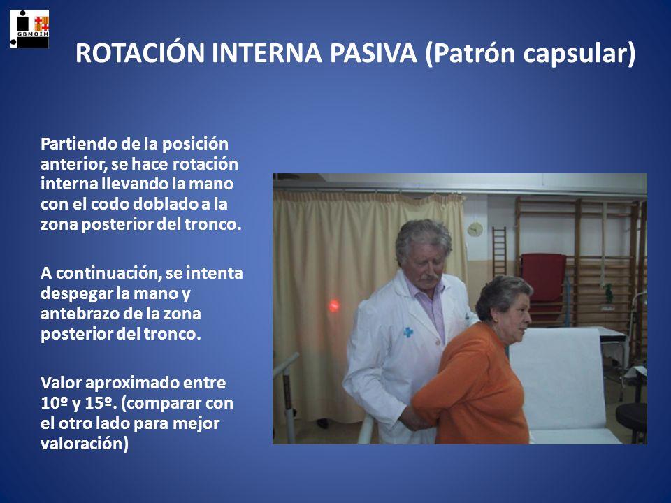 ROTACIÓN INTERNA PASIVA (Patrón capsular) Partiendo de la posición anterior, se hace rotación interna llevando la mano con el codo doblado a la zona p