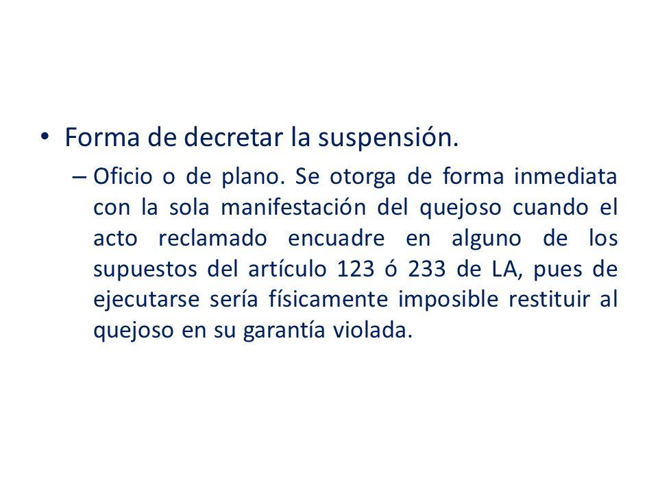 Forma de decretar la suspensión. – Oficio o de plano. Se otorga de forma inmediata con la sola manifestación del quejoso cuando el acto reclamado encu