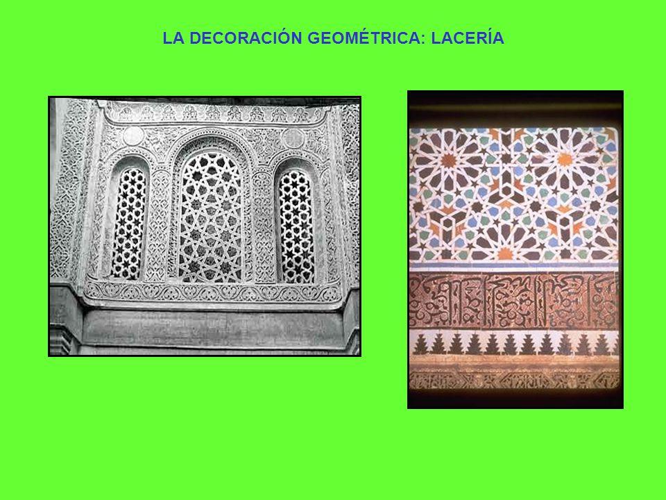 EL ARABESCO La ornamentación floral tuvo una amplia difusión en el arte islámico y su manifestación más característica es el arabesco.