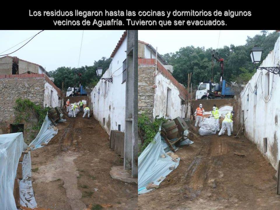 Los residuos llegaron hasta las cocinas y dormitorios de algunos vecinos de Aguafría.