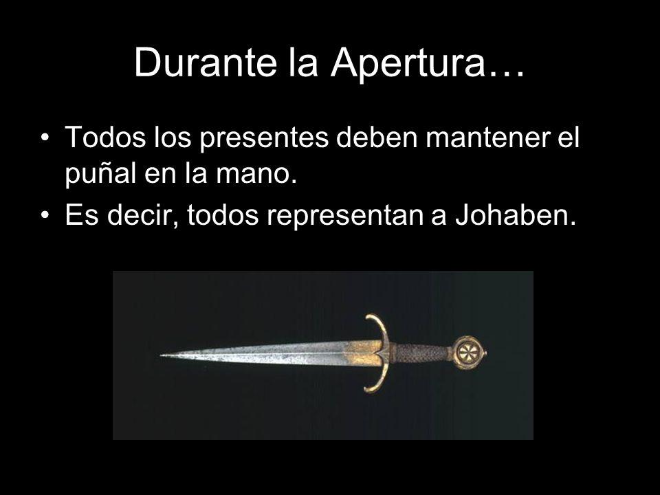 Durante la Apertura… Todos los presentes deben mantener el puñal en la mano. Es decir, todos representan a Johaben.