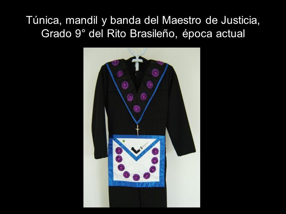 Túnica, mandil y banda del Maestro de Justicia, Grado 9° del Rito Brasileño, época actual
