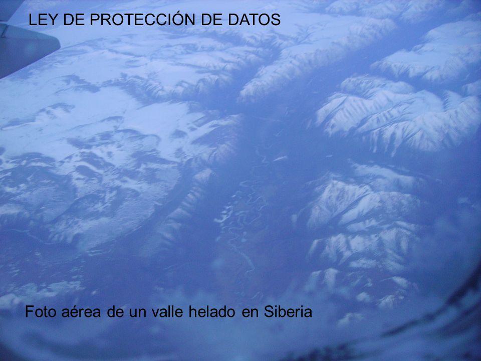 EUSKADIKO PODOLOGOEN ELKARGOA COLEGIO OFICIAL DE PODÓLOGOS DEL PAÍS VASCO LEY DE PROTECCIÓN DE DATOS Foto aérea de un valle helado en Siberia