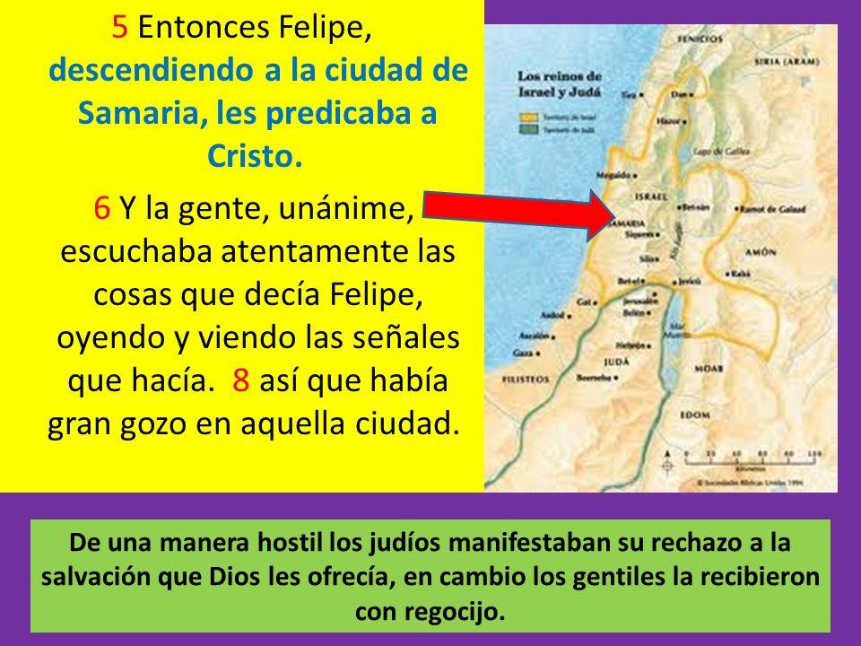 5 Entonces Felipe, descendiendo a la ciudad de Samaria, les predicaba a Cristo. 6 Y la gente, unánime, escuchaba atentamente las cosas que decía Felip
