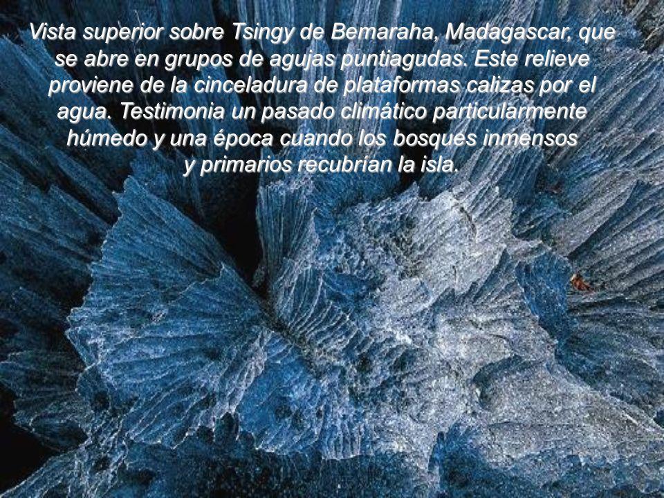 En Etiopía, el sitio hidrotermal de Dallol despliega un arco iris asombroso y mineral en el corazón de la depresión Danakil, que ocupa el fondo de Rif