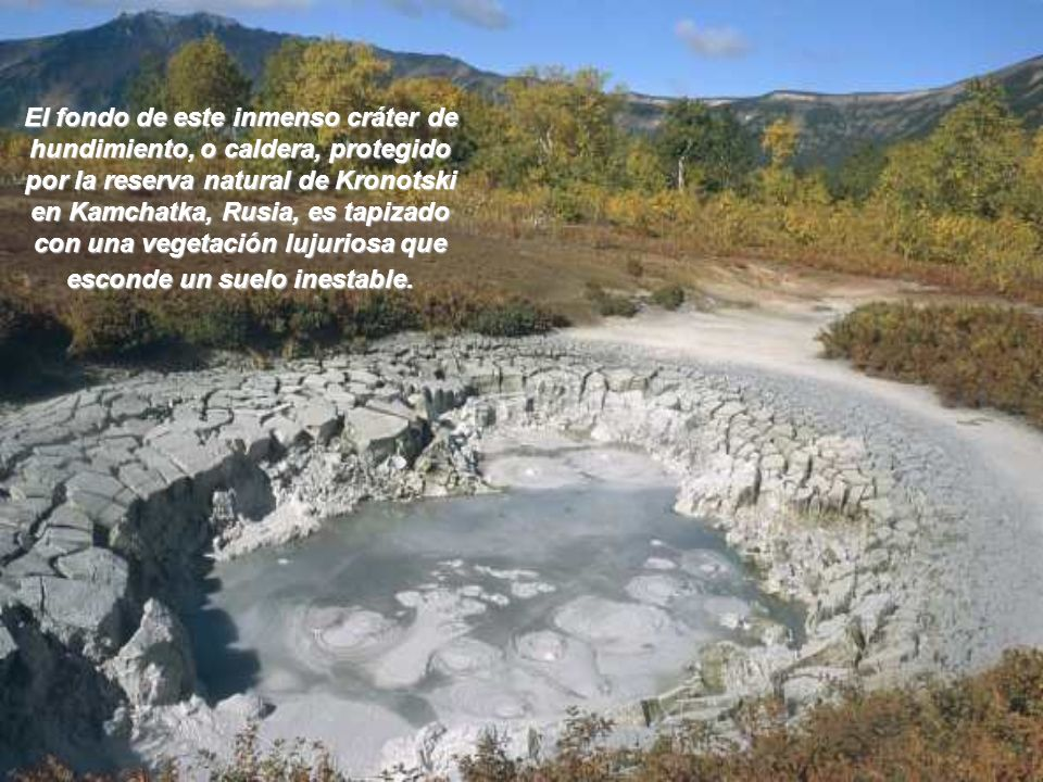 Julio, 2001 El volcán Etna en Sicilia es desventrado por grietas que vomitan torrentes de lava. En un concierto ensordecedor, el espectáculo mezcla si
