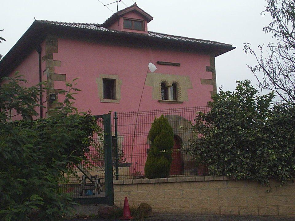 Casa de Beurko Esta casa, que está al lado del bidegorri de Barakaldo pasa muy desapercibida.