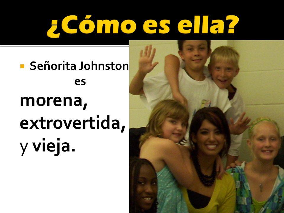 Señorita Johnston es morena, extrovertida, y vieja.