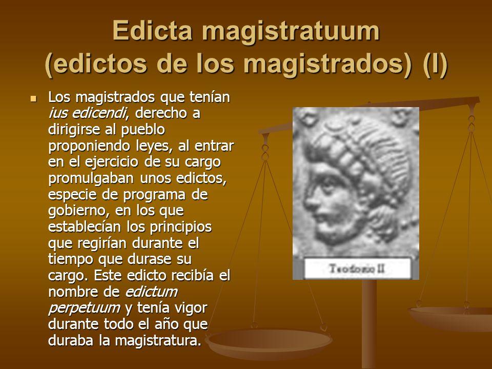Edicta magistratuum (edictos de los magistrados) (I) Los magistrados que tenían ius edicendi, derecho a dirigirse al pueblo proponiendo leyes, al entr