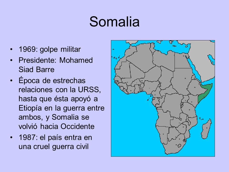 Somalia 1969: golpe militar Presidente: Mohamed Siad Barre Época de estrechas relaciones con la URSS, hasta que ésta apoyó a Etiopía en la guerra entr