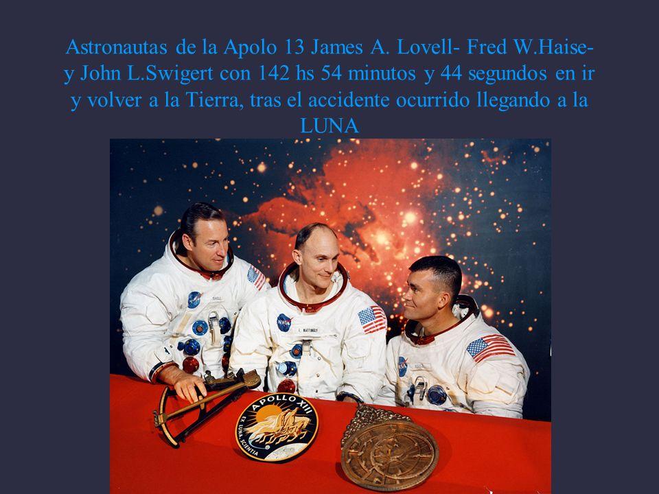 Astronautas de la Apolo 13 James A.