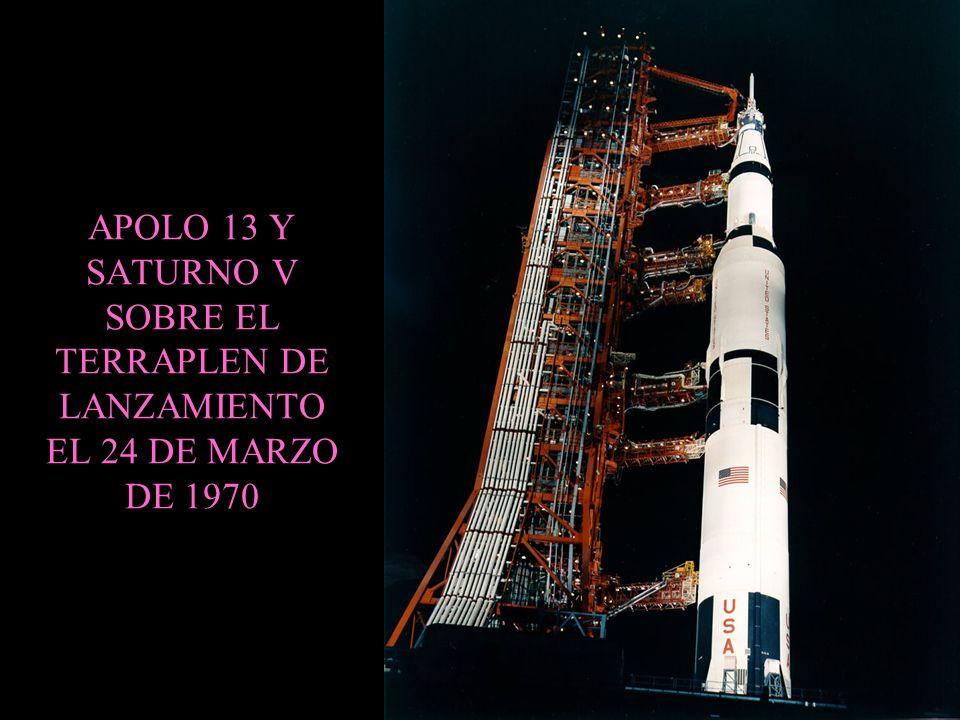 APOLO 13 Y SATURNO V SOBRE EL TERRAPLEN DE LANZAMIENTO EL 24 DE MARZO DE 1970