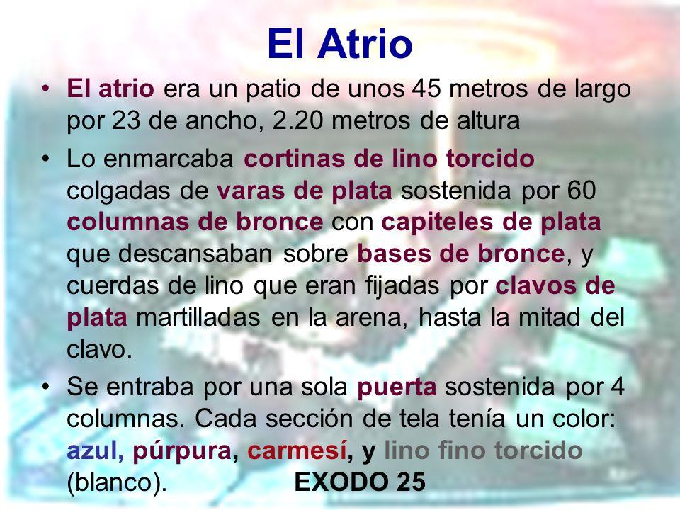 El Atrio El atrio era un patio de unos 45 metros de largo por 23 de ancho, 2.20 metros de altura Lo enmarcaba cortinas de lino torcido colgadas de var