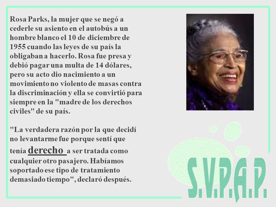 Rosa Parks, la mujer que se negó a cederle su asiento en el autobús a un hombre blanco el 10 de diciembre de 1955 cuando las leyes de su país la oblig