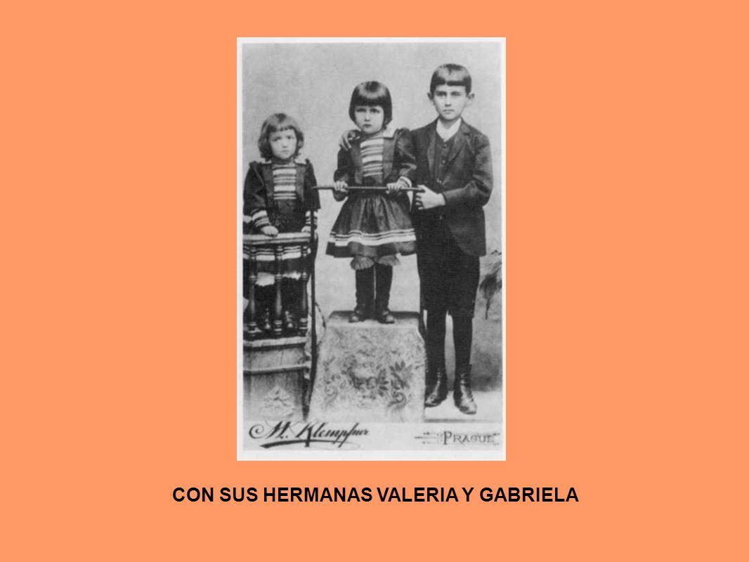 CON SUS HERMANAS VALERIA Y GABRIELA