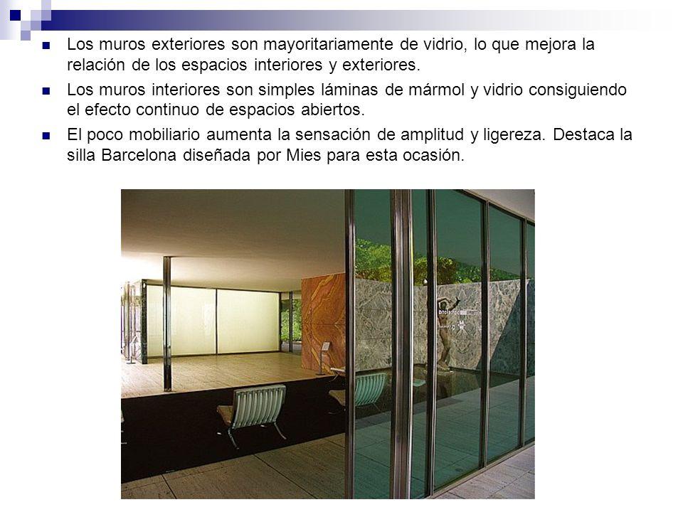 Los muros exteriores son mayoritariamente de vidrio, lo que mejora la relación de los espacios interiores y exteriores. Los muros interiores son simpl