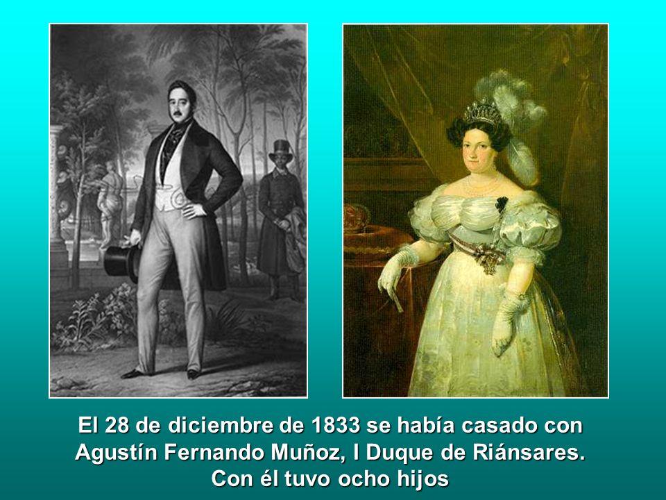 El 28 de diciembre de 1833 se había casado con Agustín Fernando Muñoz, I Duque de Riánsares. Con él tuvo ocho hijos