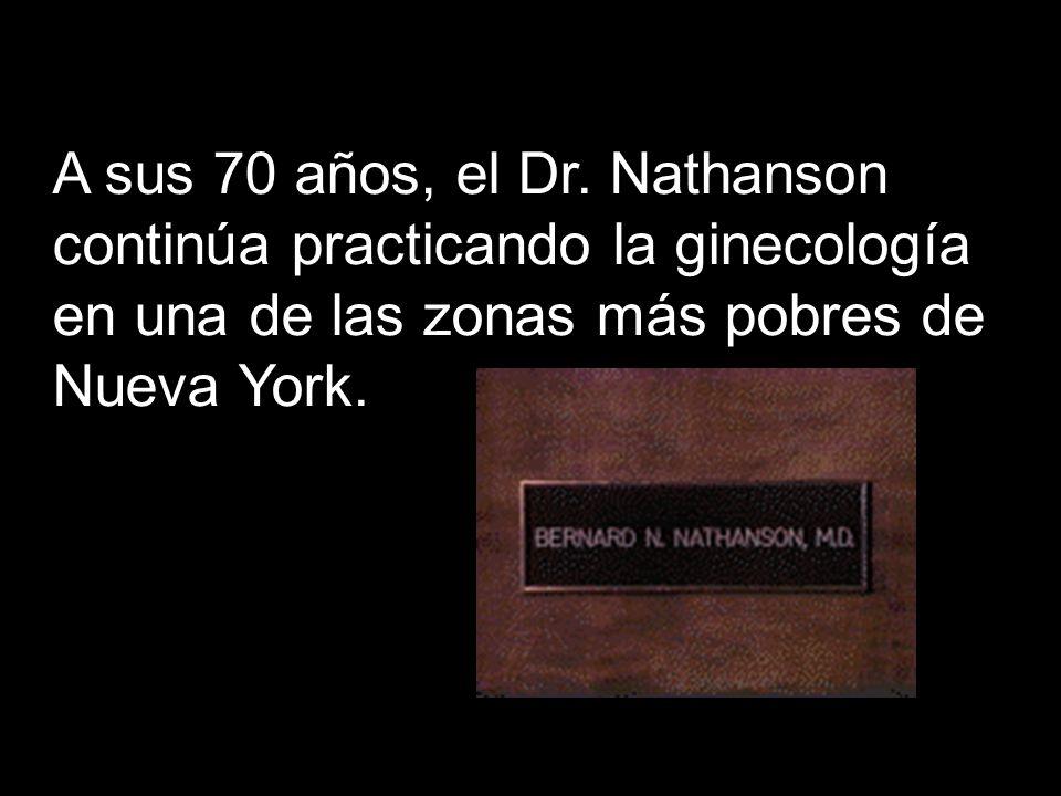 A sus 70 años, el Dr. Nathanson continúa practicando la ginecología en una de las zonas más pobres de Nueva York.