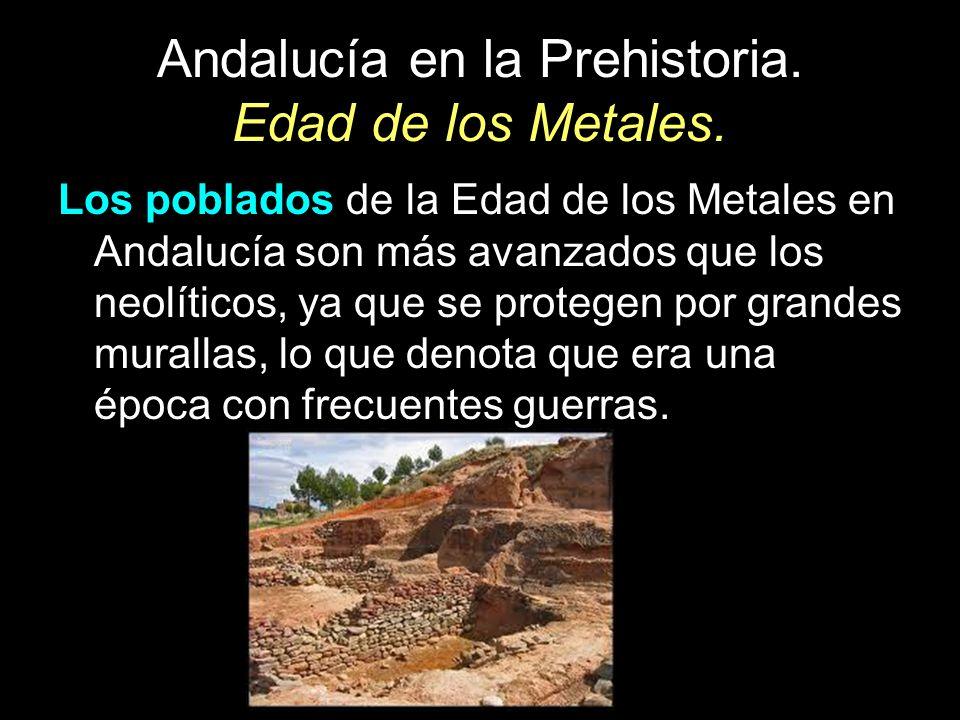 Los poblados de la Edad de los Metales en Andalucía son más avanzados que los neolíticos, ya que se protegen por grandes murallas, lo que denota que e