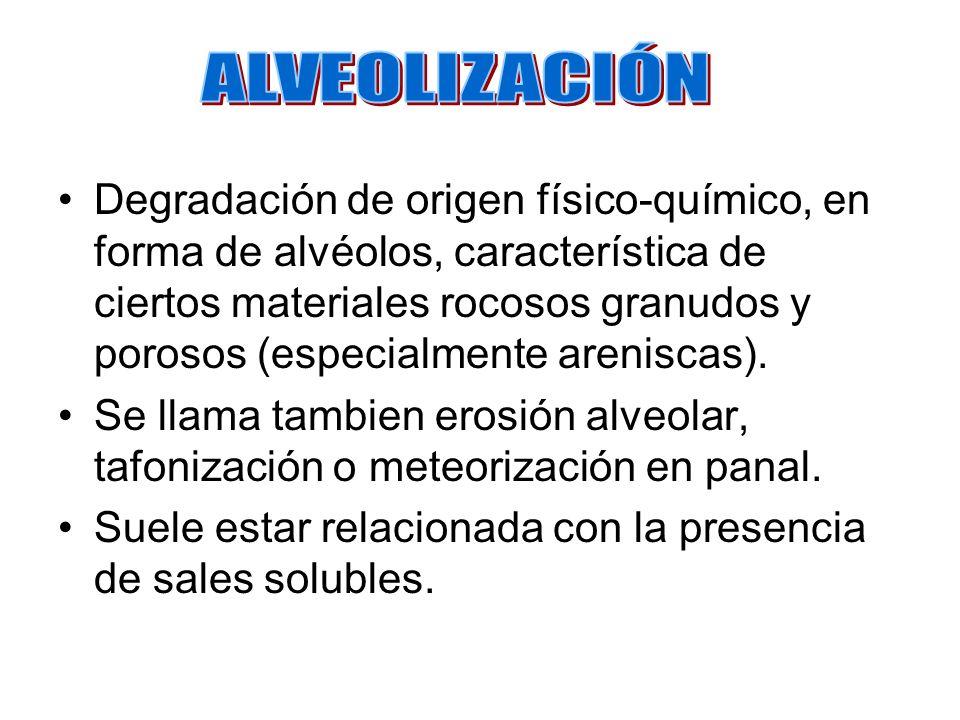 Degradación de origen físico-químico, en forma de alvéolos, característica de ciertos materiales rocosos granudos y porosos (especialmente areniscas).