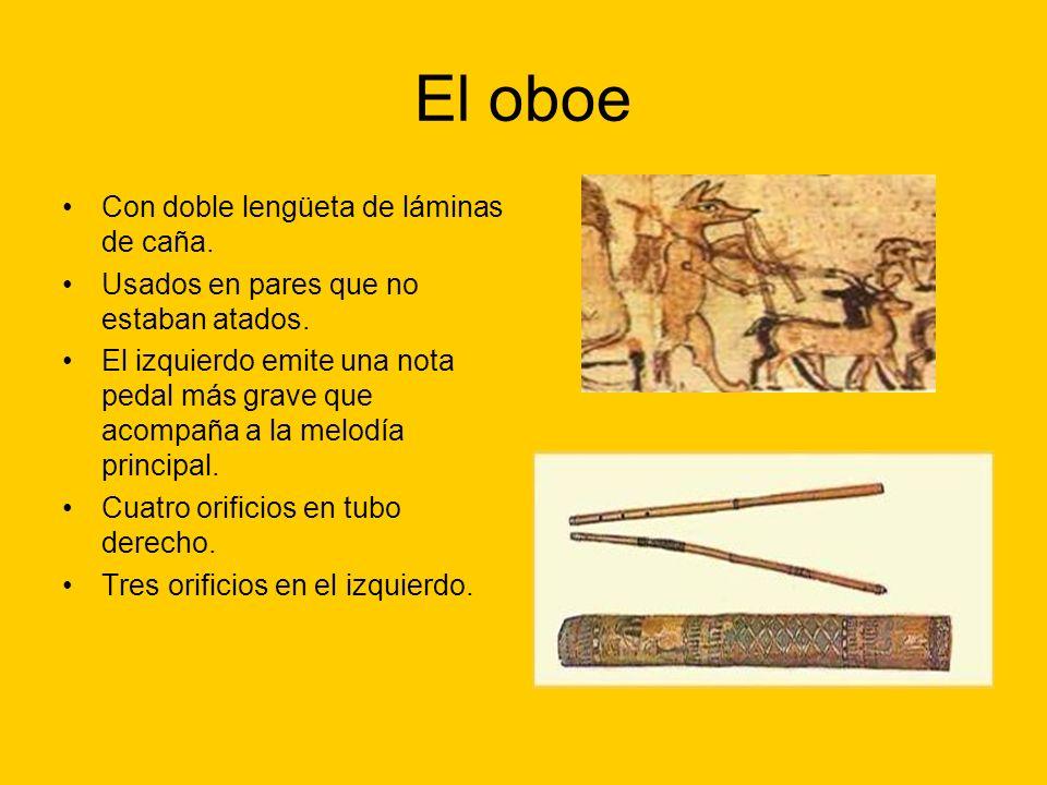 El oboe Con doble lengüeta de láminas de caña. Usados en pares que no estaban atados. El izquierdo emite una nota pedal más grave que acompaña a la me