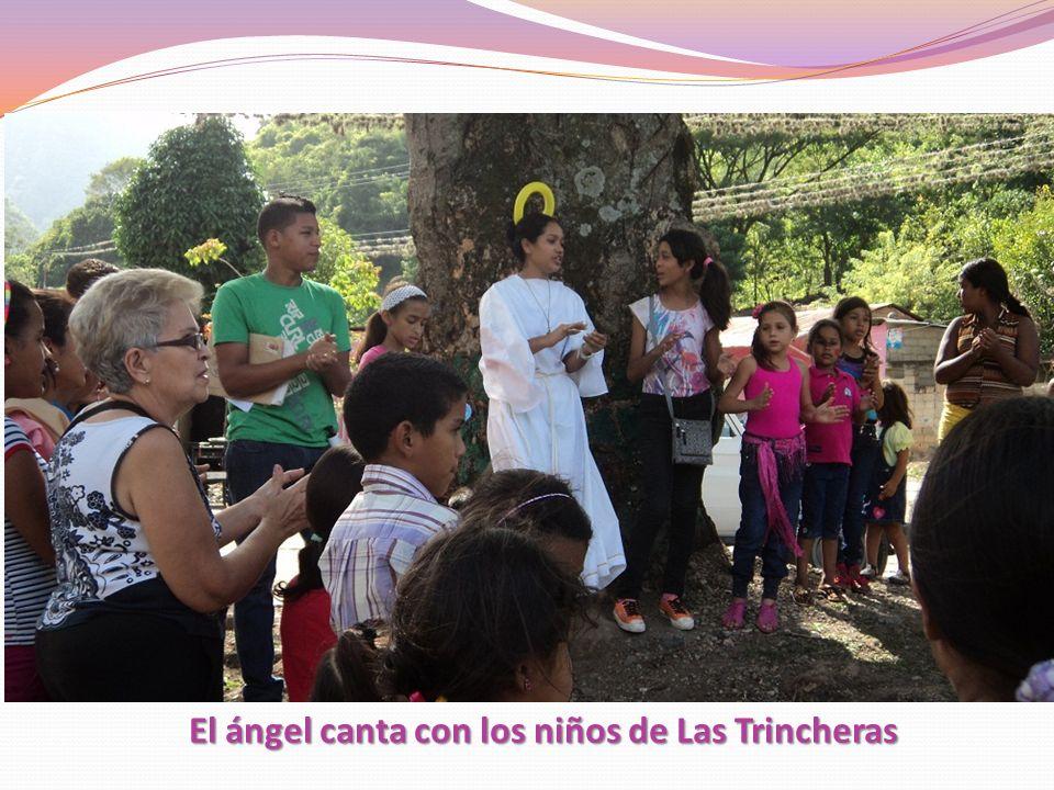 El ángel canta con los niños de Las Trincheras