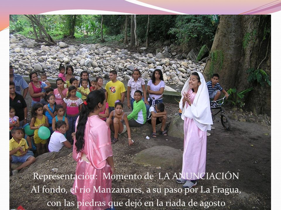 Representación: Momento de LA ANUNCIACIÓN Al fondo, el río Manzanares, a su paso por La Fragua, con las piedras que dejó en la riada de agosto