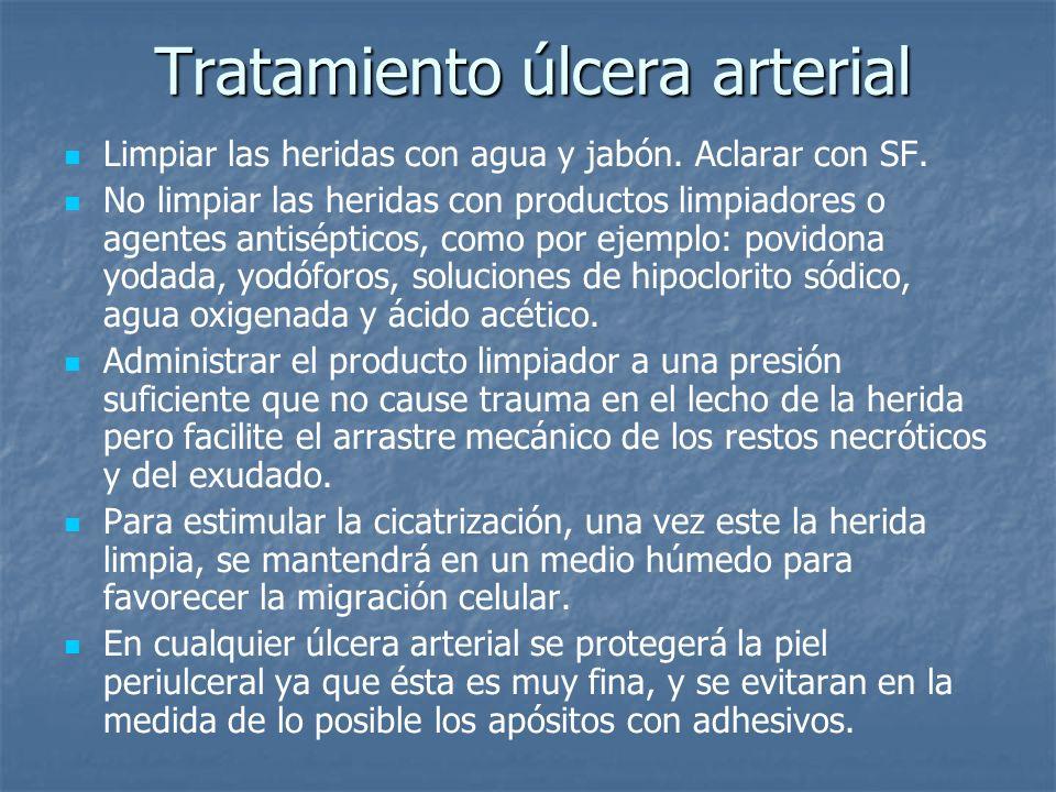 Tratamiento úlcera arterial Limpiar las heridas con agua y jabón. Aclarar con SF. No limpiar las heridas con productos limpiadores o agentes antisépti
