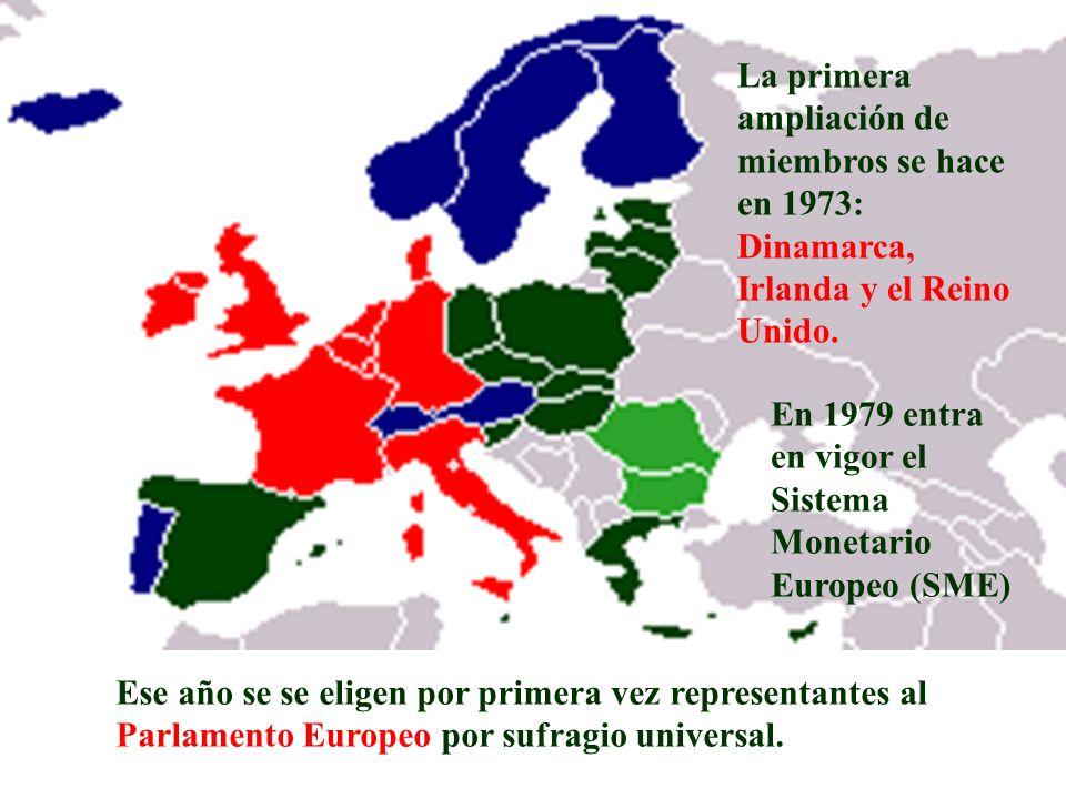 La primera ampliación de miembros se hace en 1973: Dinamarca, Irlanda y el Reino Unido. Ese año se se eligen por primera vez representantes al Parlame