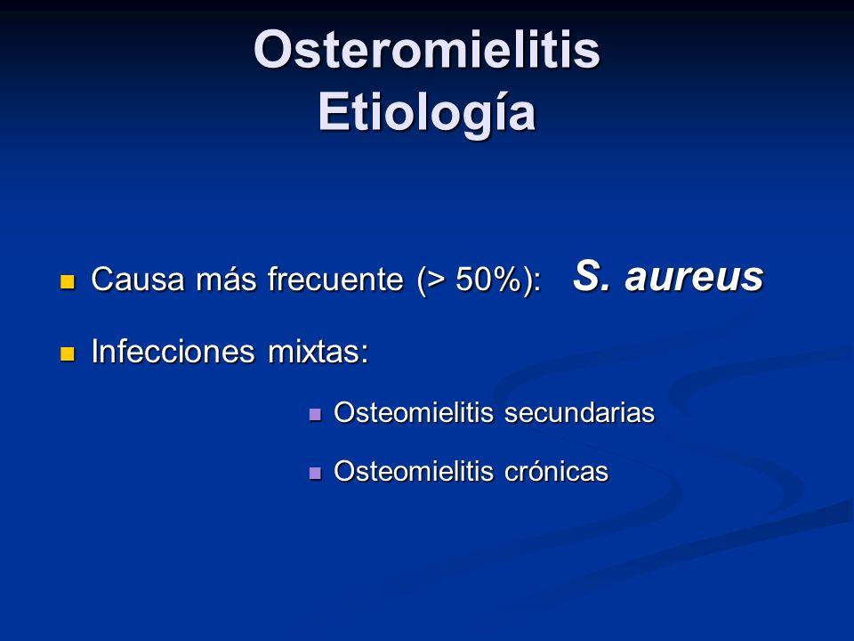 Tiempo de tratamiento En experimentación animal en modelos de osteomielitis crónica por S.aureus que no incluía tratamiento quirúrgico después de 14 o 28 días de tratamiento con clindamicina seguía aislándose en 78% y 16% respectivamente.