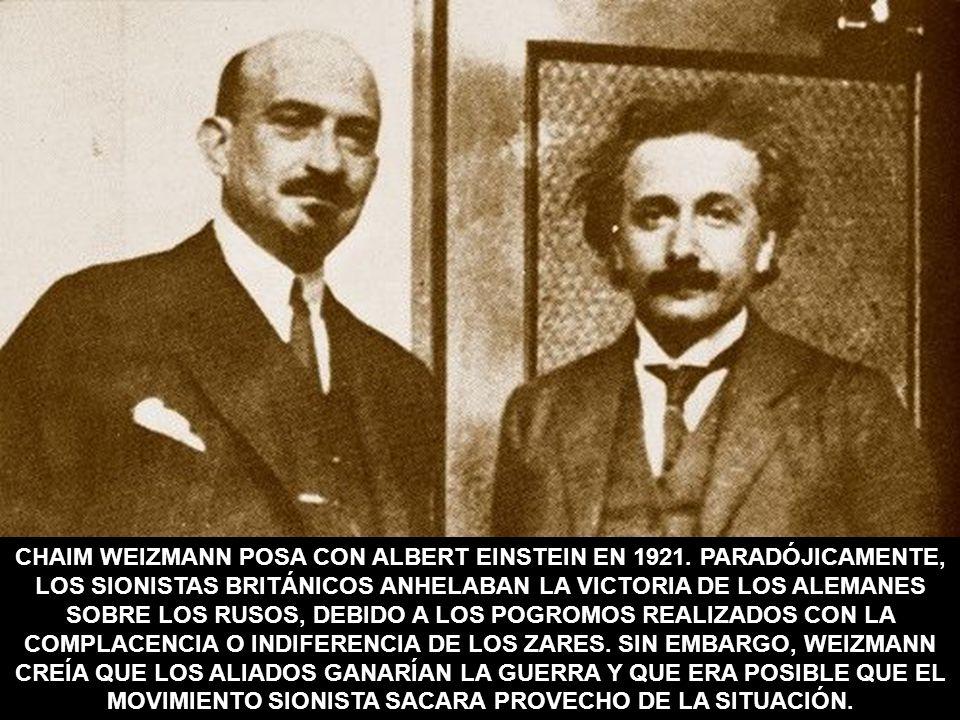 CHAIM WEIZMANN POSA CON ALBERT EINSTEIN EN 1921. PARADÓJICAMENTE, LOS SIONISTAS BRITÁNICOS ANHELABAN LA VICTORIA DE LOS ALEMANES SOBRE LOS RUSOS, DEBI