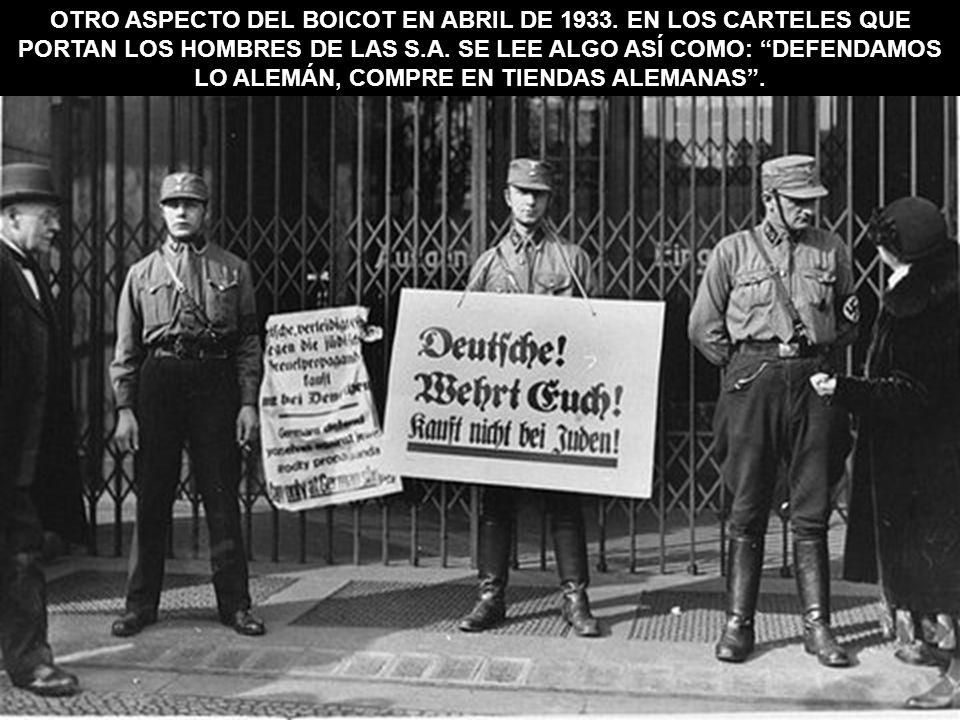 OTRO ASPECTO DEL BOICOT EN ABRIL DE 1933. EN LOS CARTELES QUE PORTAN LOS HOMBRES DE LAS S.A. SE LEE ALGO ASÍ COMO: DEFENDAMOS LO ALEMÁN, COMPRE EN TIE