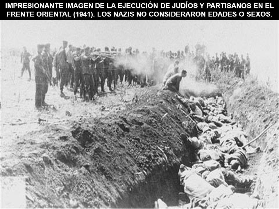 IMPRESIONANTE IMAGEN DE LA EJECUCIÓN DE JUDÍOS Y PARTISANOS EN EL FRENTE ORIENTAL (1941). LOS NAZIS NO CONSIDERARON EDADES O SEXOS.