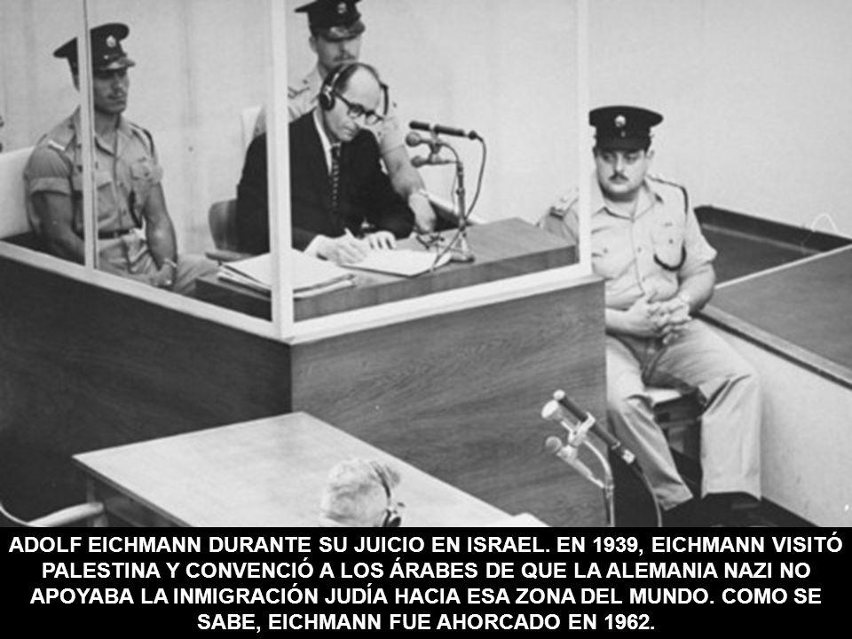 ADOLF EICHMANN DURANTE SU JUICIO EN ISRAEL. EN 1939, EICHMANN VISITÓ PALESTINA Y CONVENCIÓ A LOS ÁRABES DE QUE LA ALEMANIA NAZI NO APOYABA LA INMIGRAC