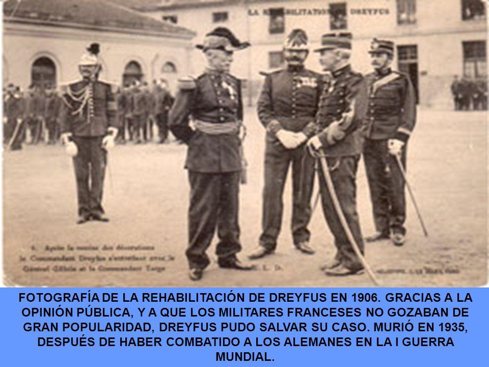 FOTOGRAFÍA DE LA REHABILITACIÓN DE DREYFUS EN 1906. GRACIAS A LA OPINIÓN PÚBLICA, Y A QUE LOS MILITARES FRANCESES NO GOZABAN DE GRAN POPULARIDAD, DREY