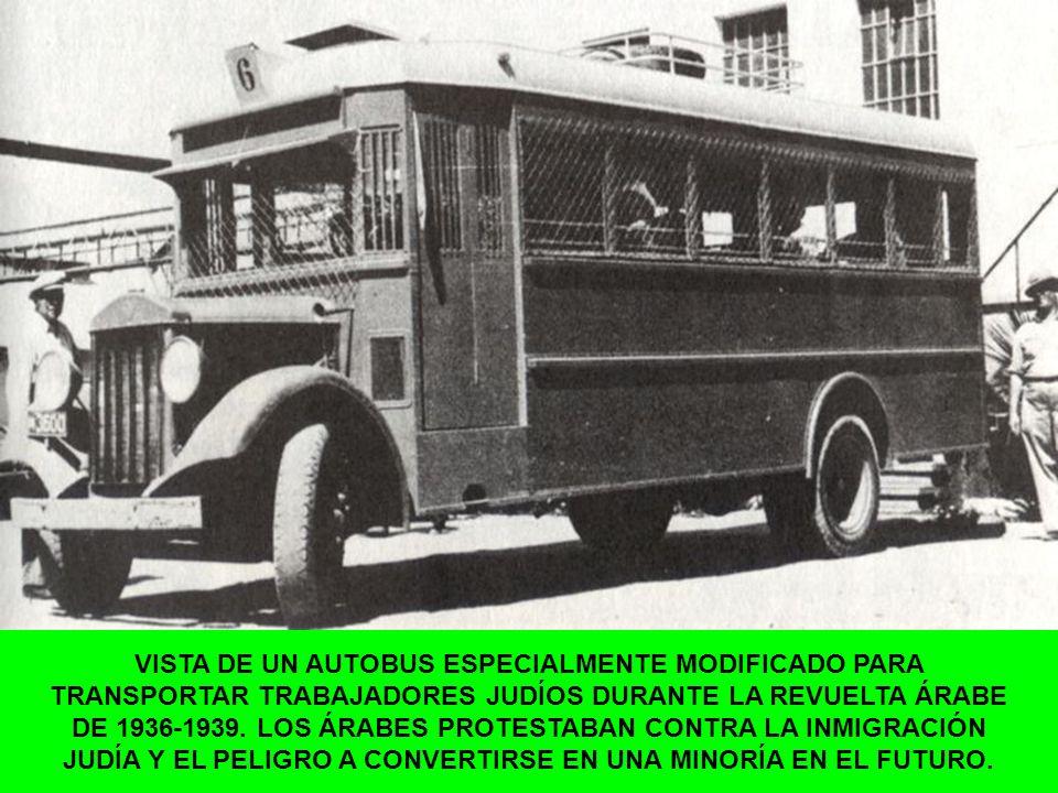 VISTA DE UN AUTOBUS ESPECIALMENTE MODIFICADO PARA TRANSPORTAR TRABAJADORES JUDÍOS DURANTE LA REVUELTA ÁRABE DE 1936-1939. LOS ÁRABES PROTESTABAN CONTR