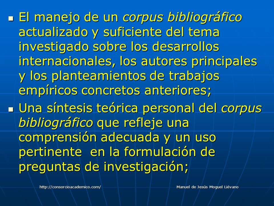 El manejo de un corpus bibliográfico actualizado y suficiente del tema investigado sobre los desarrollos internacionales, los autores principales y lo