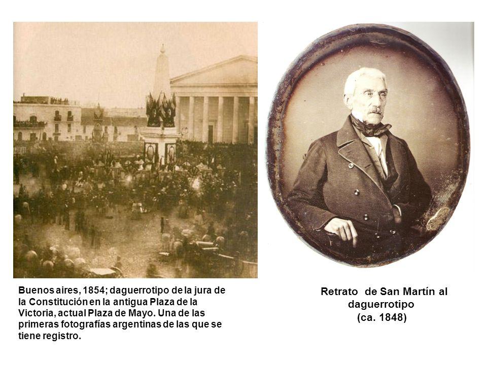 Buenos aires, 1854; daguerrotipo de la jura de la Constitución en la antigua Plaza de la Victoria, actual Plaza de Mayo. Una de las primeras fotografí