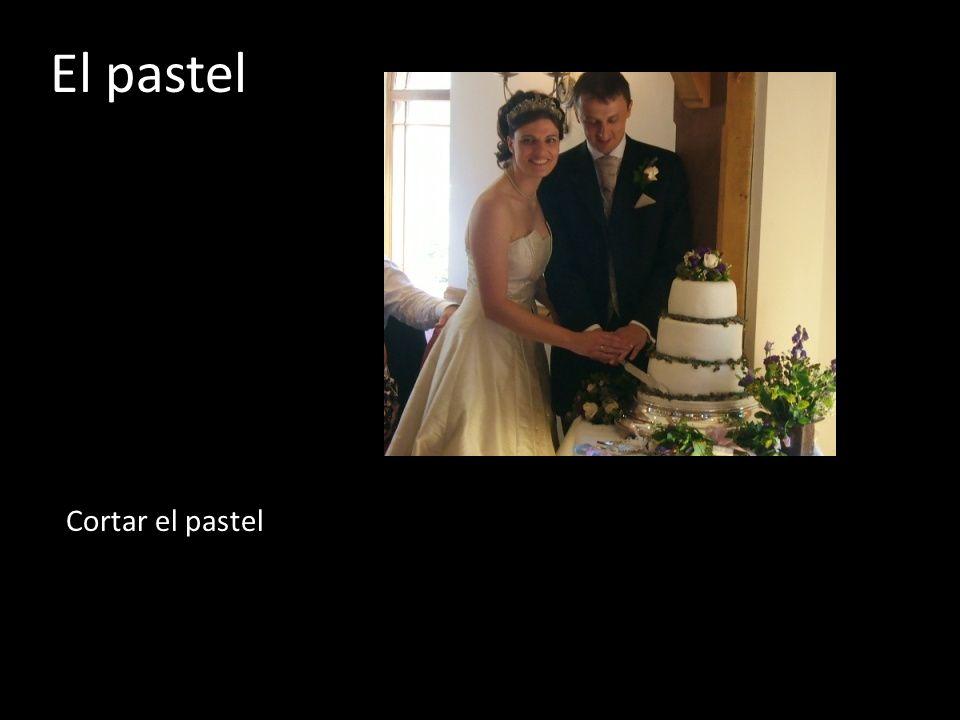 El pastel Cortar el pastel