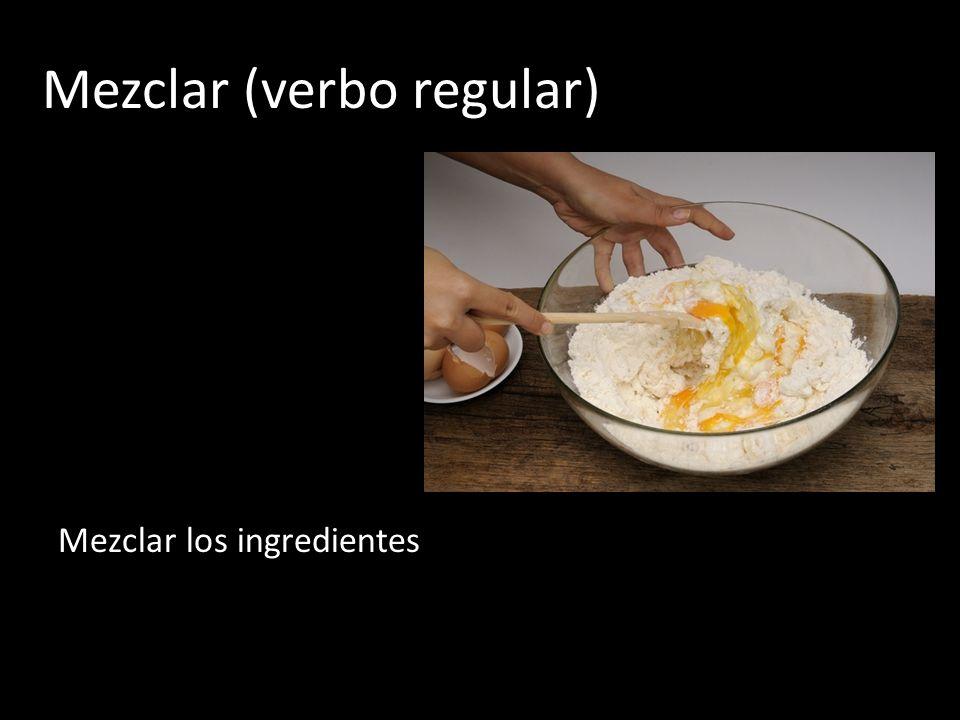 Mezclar (verbo regular) Mezclar los ingredientes
