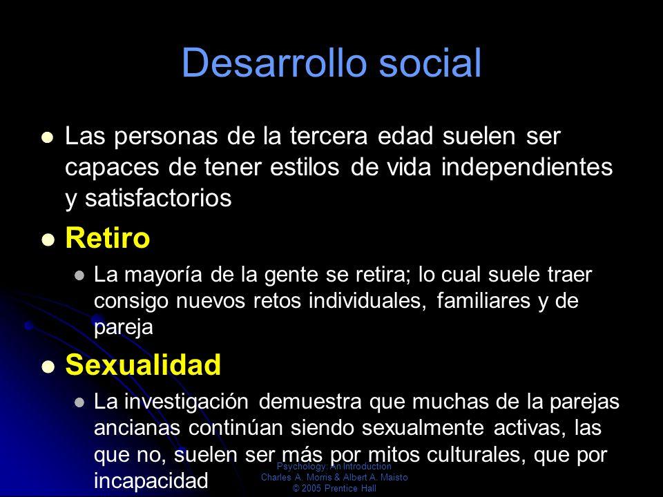 Psychology: An Introduction Charles A. Morris & Albert A. Maisto © 2005 Prentice Hall Desarrollo social Las personas de la tercera edad suelen ser cap