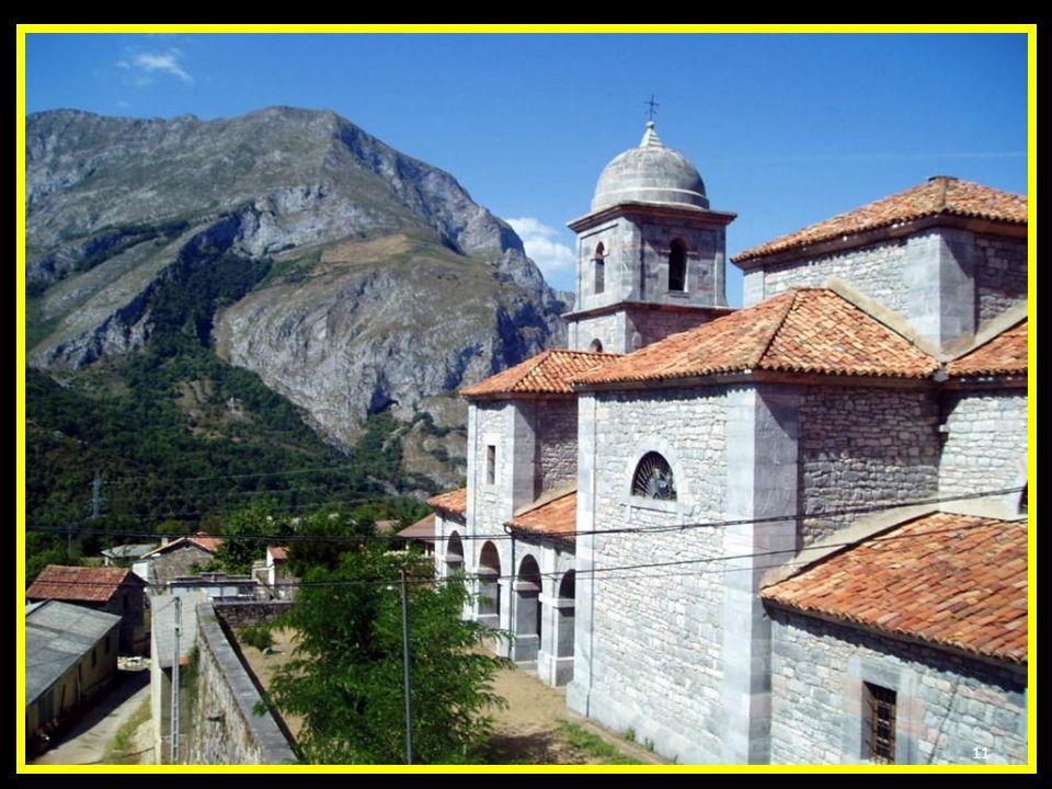 La Iglesia lleva la advocación de Santa María de las Nieves y fue construida en 1883-1885 gracias a la iniciativa de D. Domingo Diaz- Carreja con la p