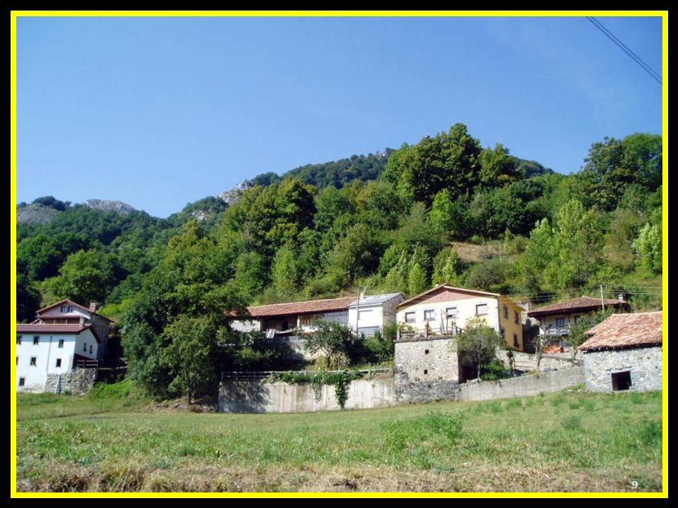 A Soto de Sajambre, se le conoce por el jardín de la peña santa. Nombre latino (subtus: bosque) Está situado a 129 km. de León y 110 de Oviedo. 8