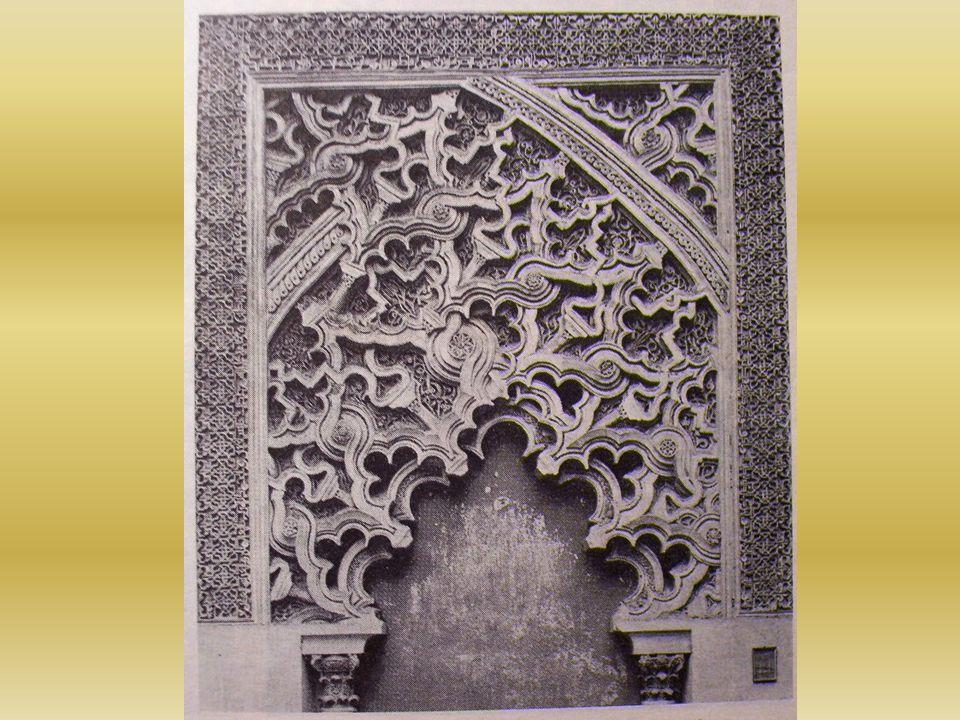 MAKSURA – Espacio que precede en la mezquita al mirhab generalmente protegido con una cerca y coronado con una cúpula, destinado al califa.
