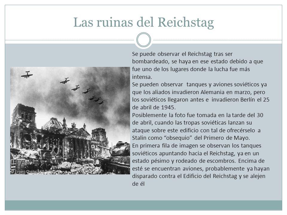 Las ruinas del Reichstag Se puede observar el Reichstag tras ser bombardeado, se haya en ese estado debido a que fue uno de los lugares donde la lucha