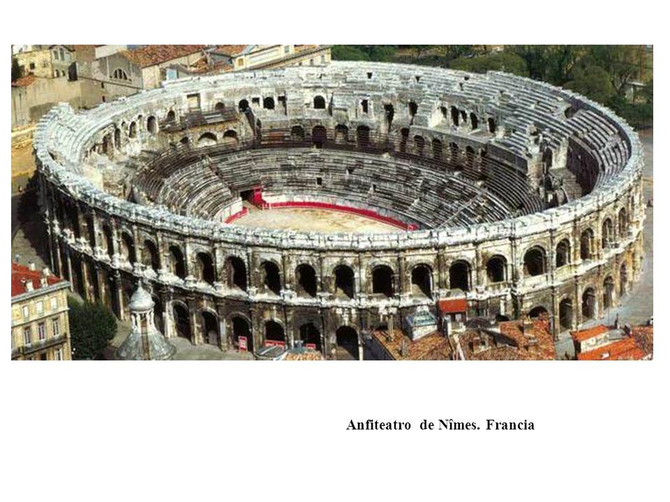 Anfiteatro de Nîmes. Francia