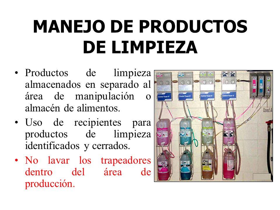 MANEJO DE PRODUCTOS DE LIMPIEZA Productos de limpieza almacenados en separado al área de manipulación o almacén de alimentos. Uso de recipientes para