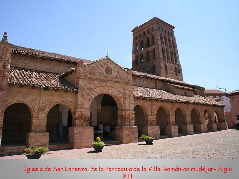 Entrada de la Iglesia de Santa Trinidad. Actualmente es albergue de peregrinos y oficina de Información y Turismo 21